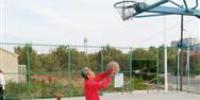 打篮球20余载 鞍山八旬翁身体倍儿棒(图) - 辽宁频道