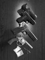 毒贩车中被擒后备箱搜出三把枪 - Syd.Com.Cn