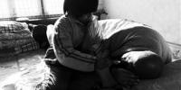 葫芦岛8岁娃帮奶奶撑起家(图) - 辽宁频道