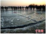 冰盘断裂,其边缘失去了往日的光滑。 安会民 摄 - 新浪辽宁
