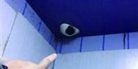 小区电梯摄像头遭神秘人喷黑漆 - Syd.Com.Cn