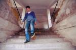 """沈阳市:两腿相差23厘米 他脚踩""""板凳鞋""""帮助残疾人 - 残疾人联合会"""
