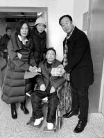 身有残疾妻又患癌 195位辽大校友捐救命钱 - 辽宁频道