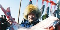 沈阳:玩冰雪 捕大鱼(图) - 辽宁频道