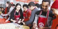大连:社区邀请留学生与居民过大年(图) - 辽宁频道