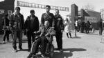 血友病男子坐轮椅自考 考场警民接力帮忙 - Syd.Com.Cn