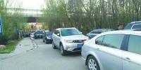 小区停车突涨价未交费车被挡门外 - Syd.Com.Cn