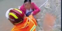 """大连:暴雨中的""""消防橙"""" 紧急救助280人 - 辽宁频道"""